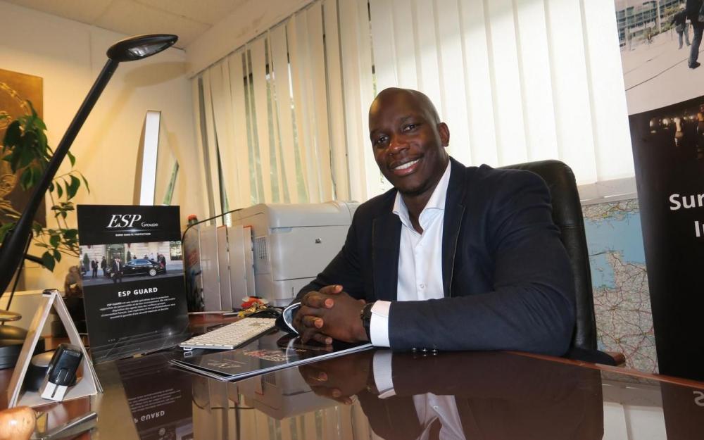 Montigny-le-Bretonneux, jeudi dernier. Demba Yatera, patron d'Euro sûreté protection depuis 2009, a été choisi pour représenter la France au G 20 des jeunes entrepreneurs à Buenos-Aires. LP/L. Mt.